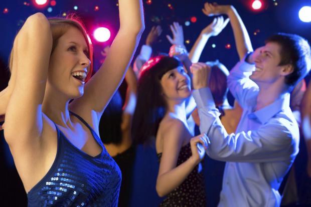 come-ballare-in-discoteca_78f543703bf88709a8deec5110b40a02